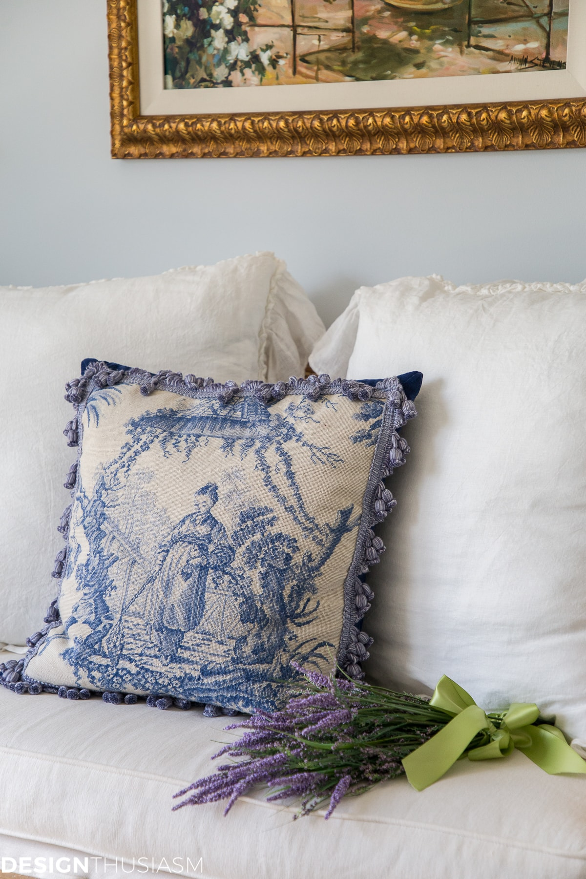 guest room settee with chinoiserie pillow