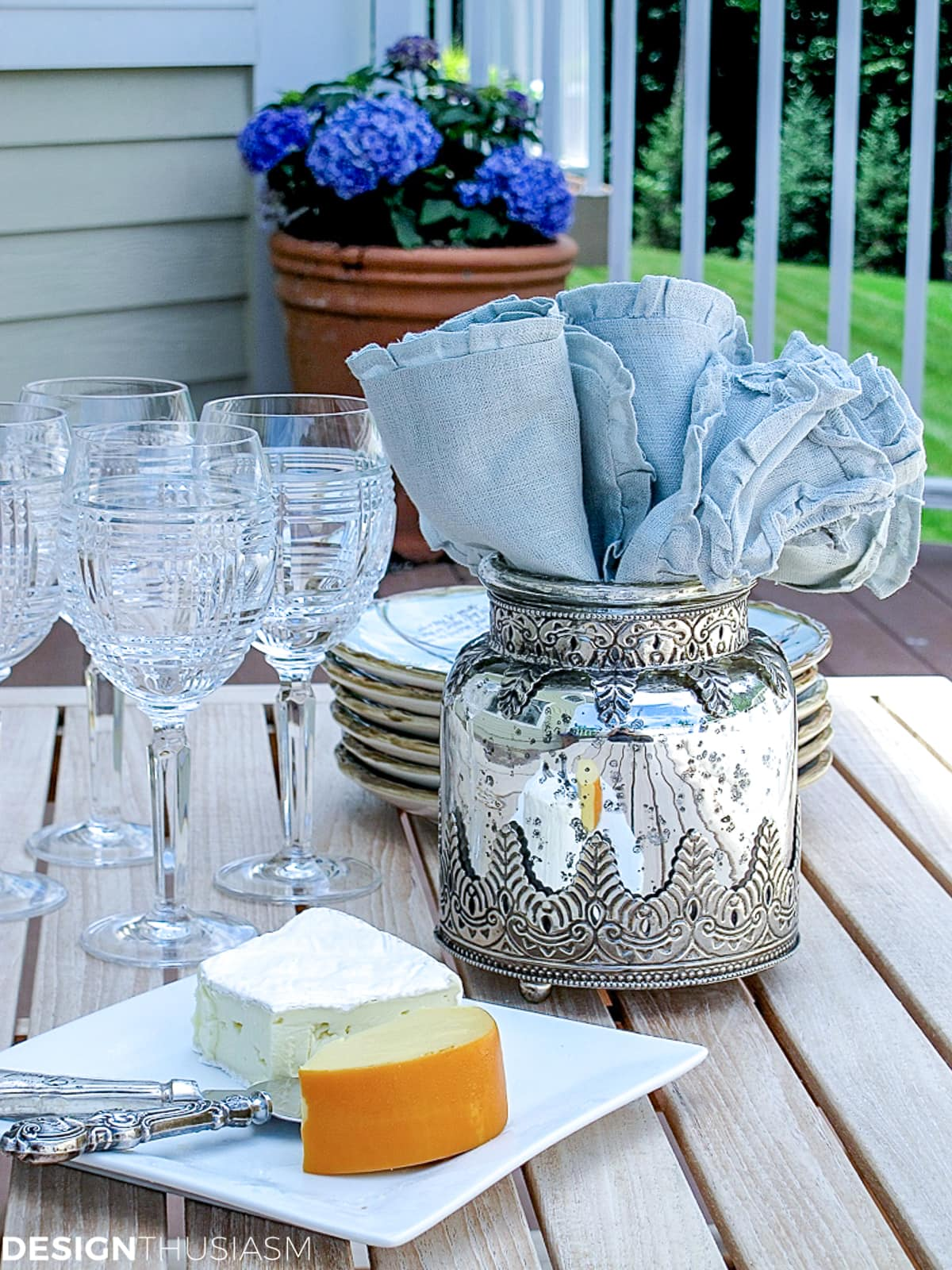 patio decor with blue ruffled napkins
