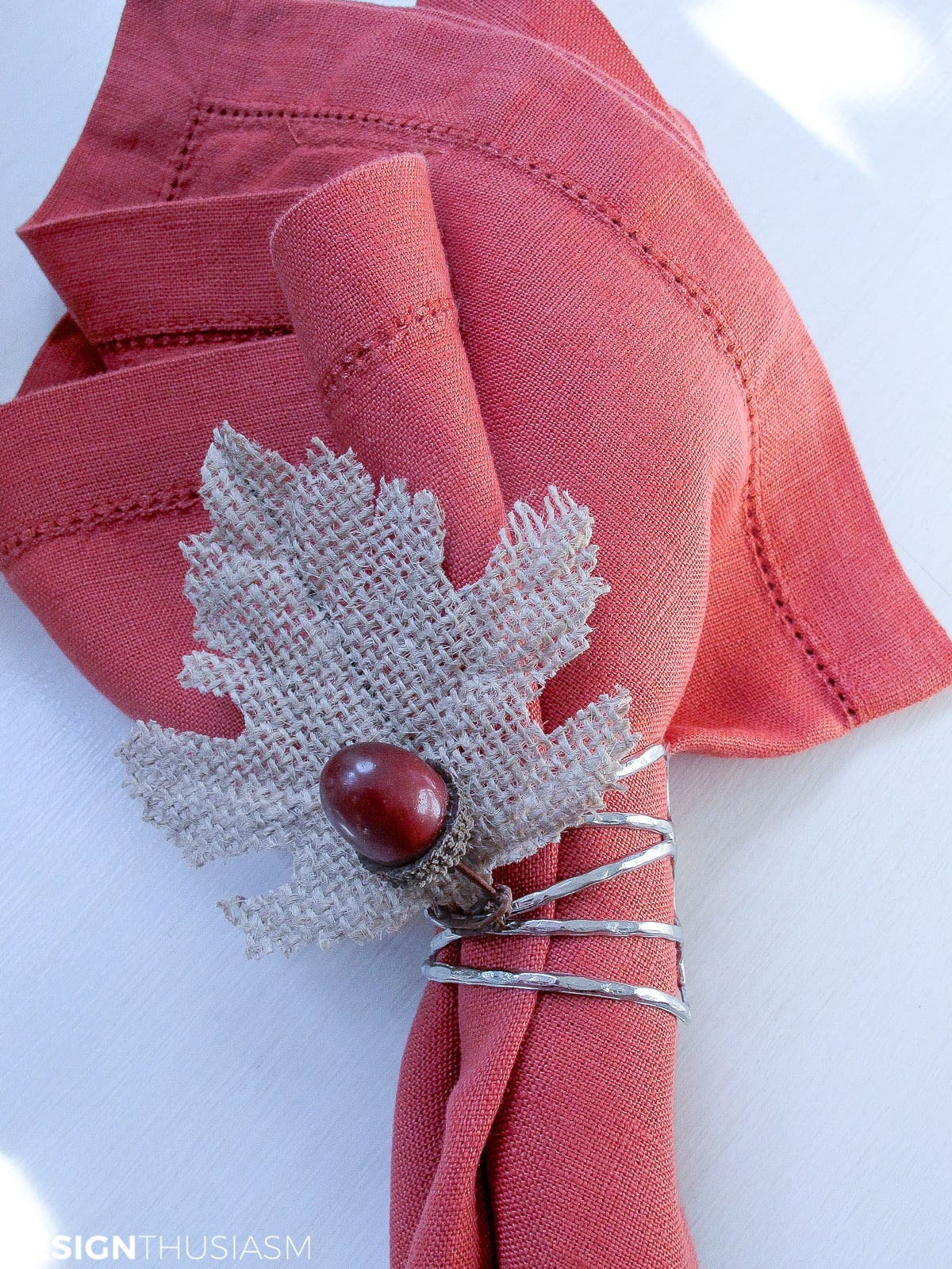 DIY fall napkin rings with acorns and burlap leaves
