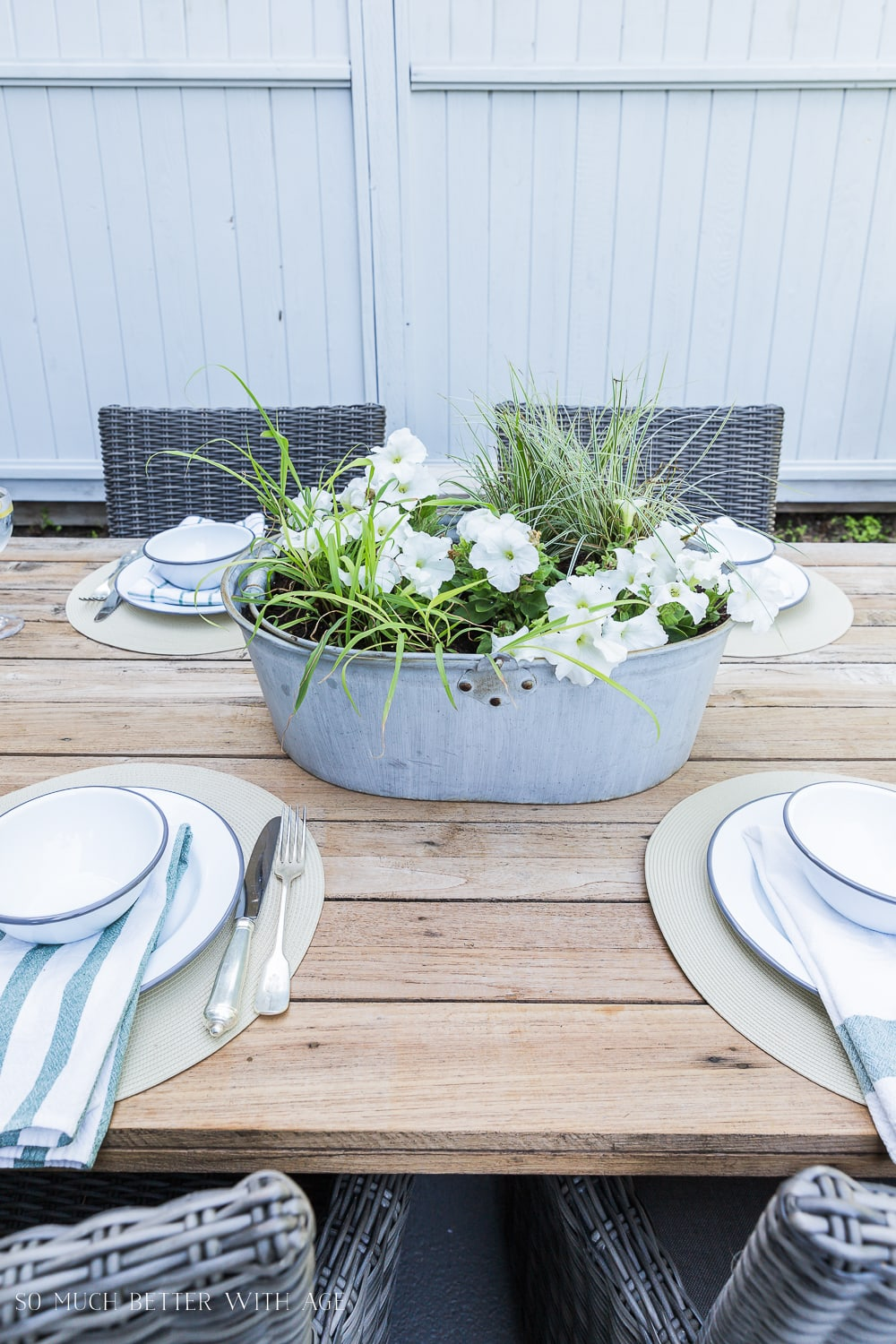 bug-repellent-outdoor-centrepiece-SMBWA