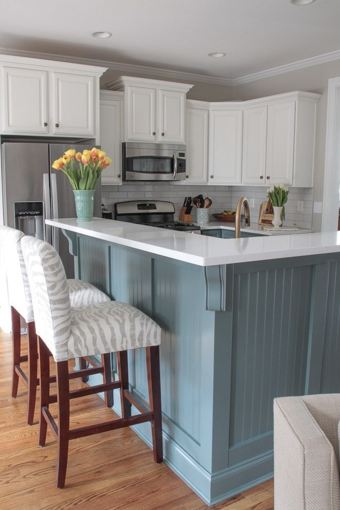 white-blue-kitchen-renovation-quartz-countertops