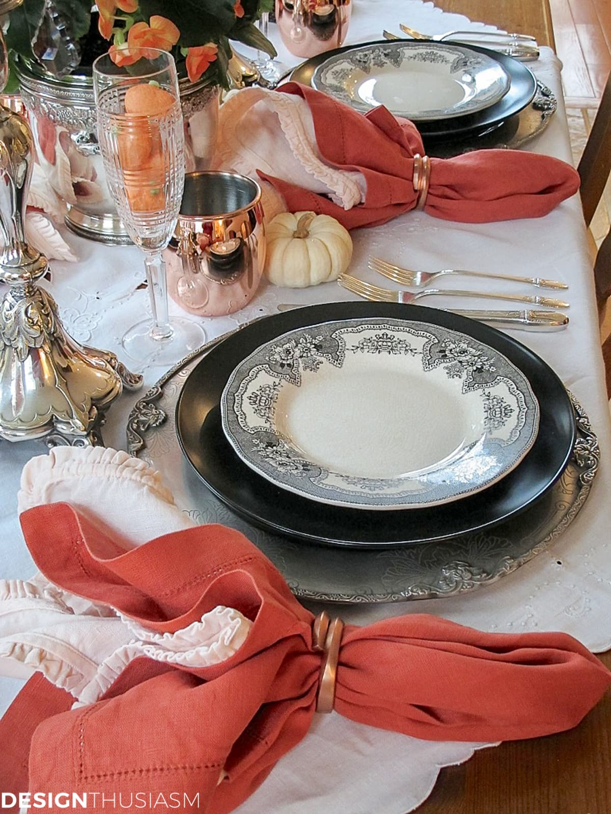 black and orange tablescape Halloween decoration ideas