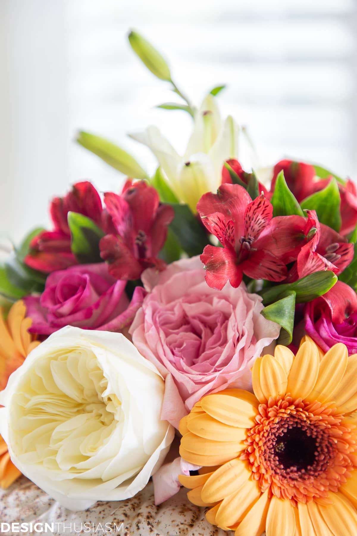 floral arrangement for an informal table setting