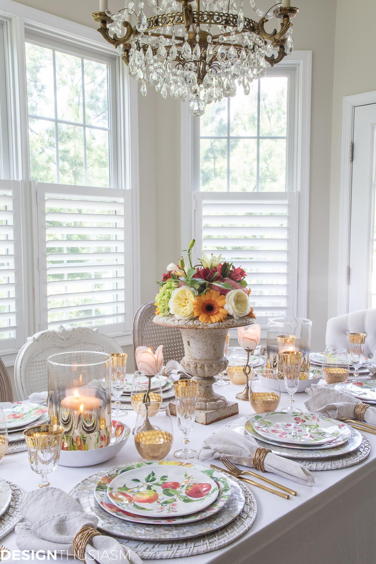 informal table setting ideas in a summer tablescape