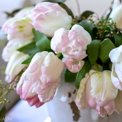 Flower Arrangement Ideas: Creating Pretty Vignettes with Pink Flowers