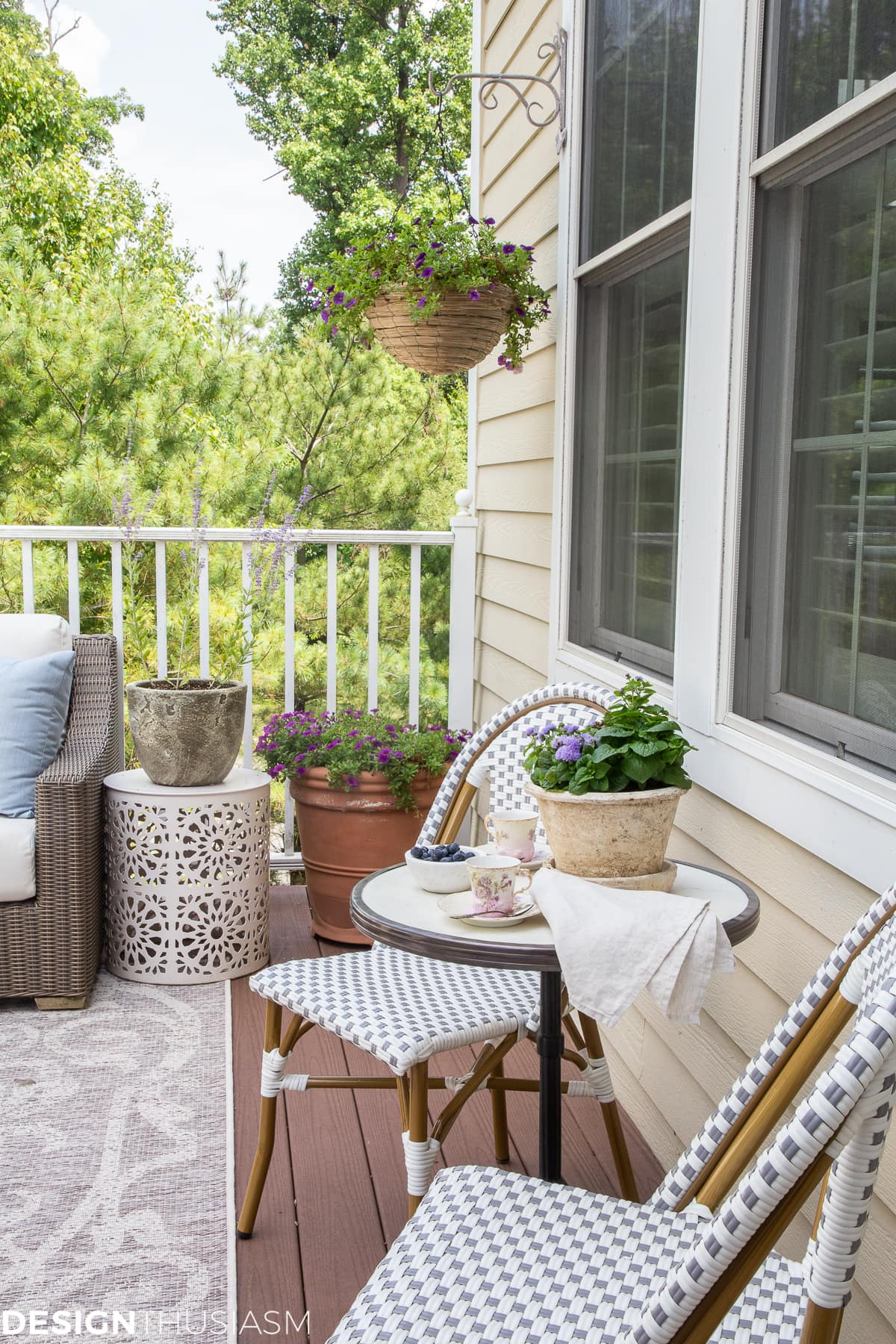 patio ideas with container garden and bistro table
