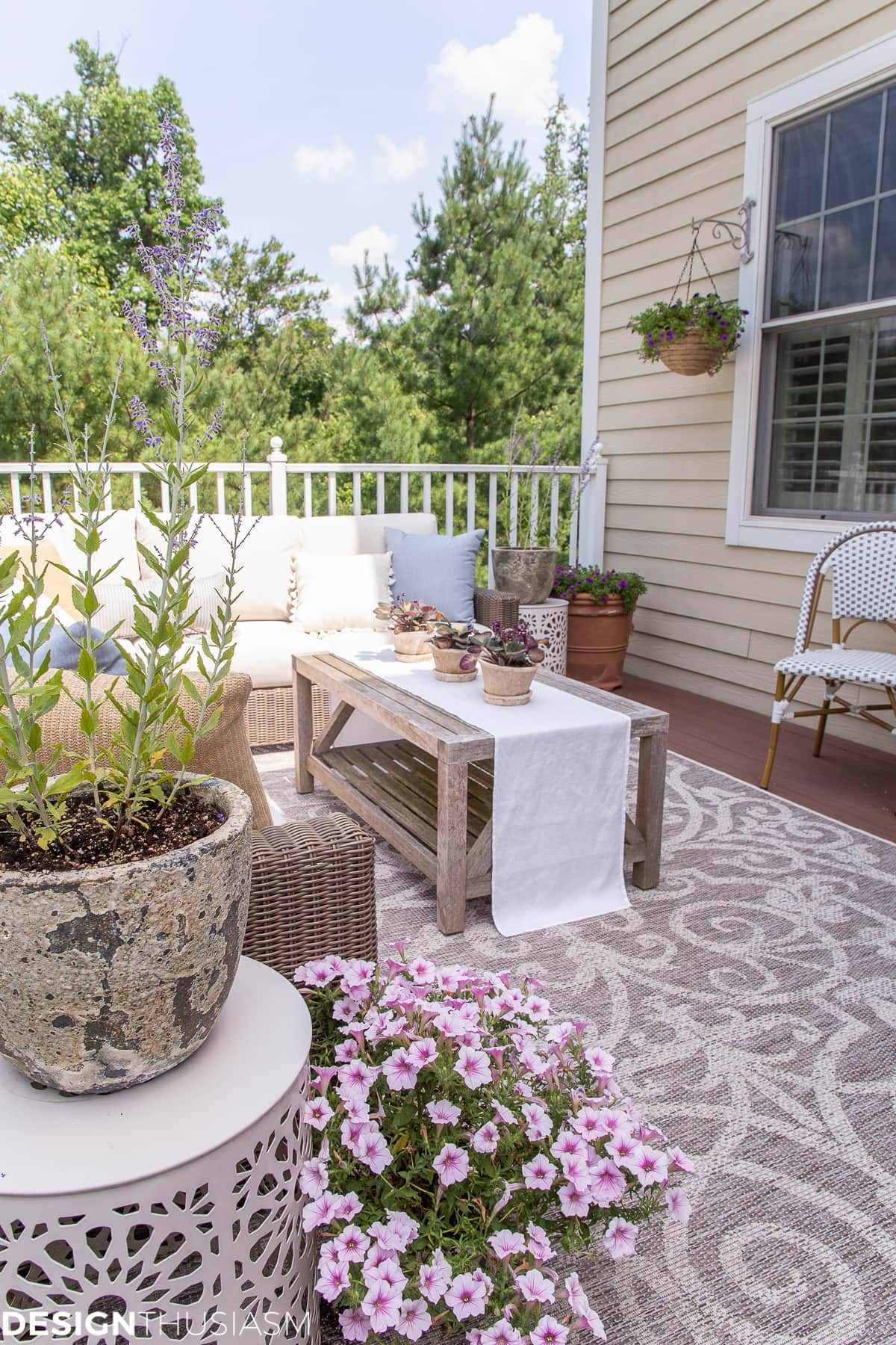outdoor decor with outdoor rug