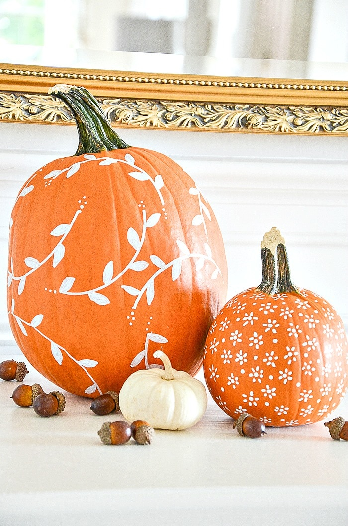 WHITE PATTERNED PUMPKIN DIY