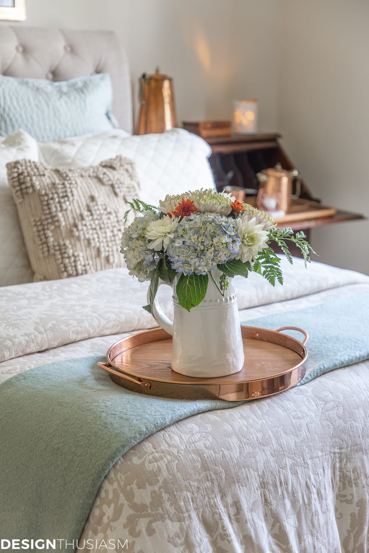 fall guest bedroom ideas with flowers