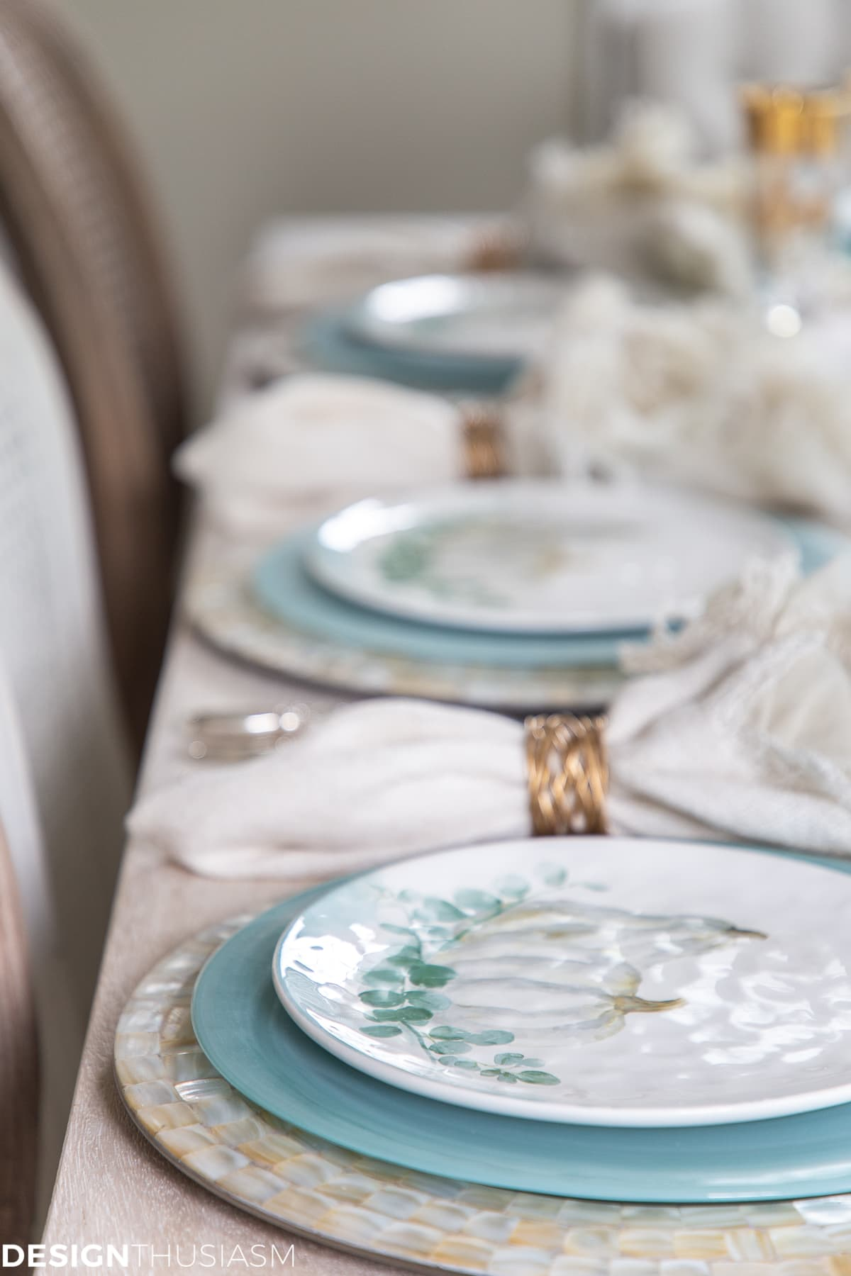 soft fall table decor with pumpkin plates