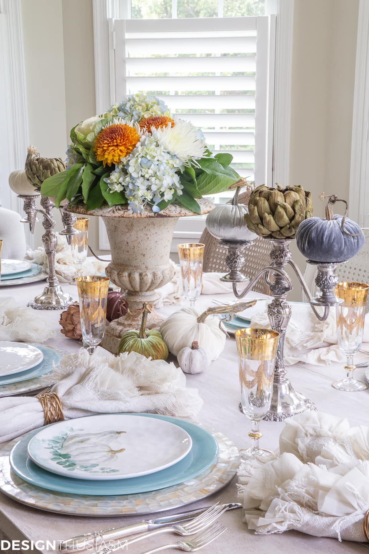 soft fall table decor for an autumn dinner
