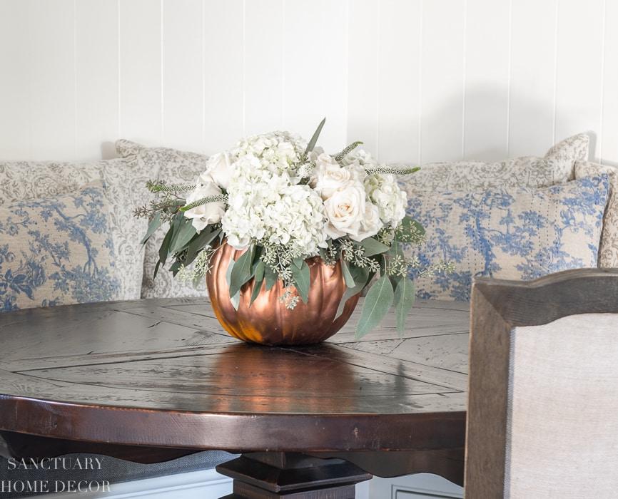 DIY-Pumpkin-Centerpiece-From-Sanctuary-Home-Decor