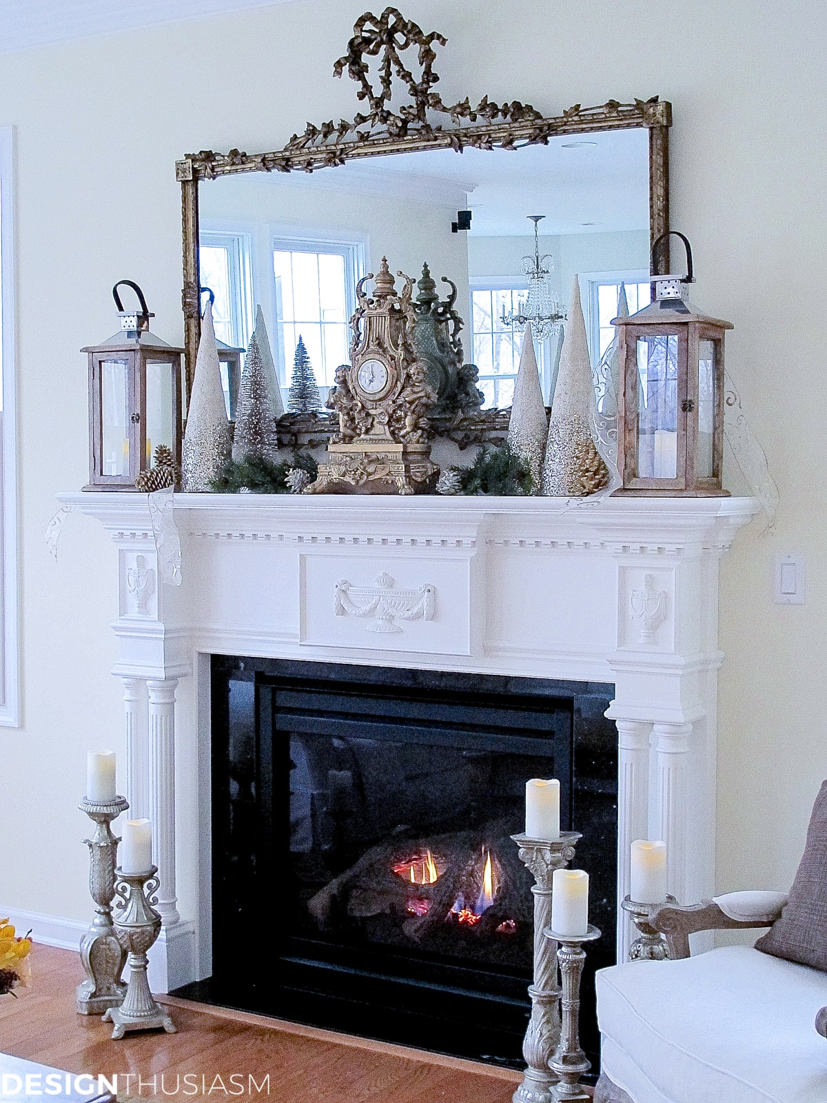 simple Christmas decor mantel