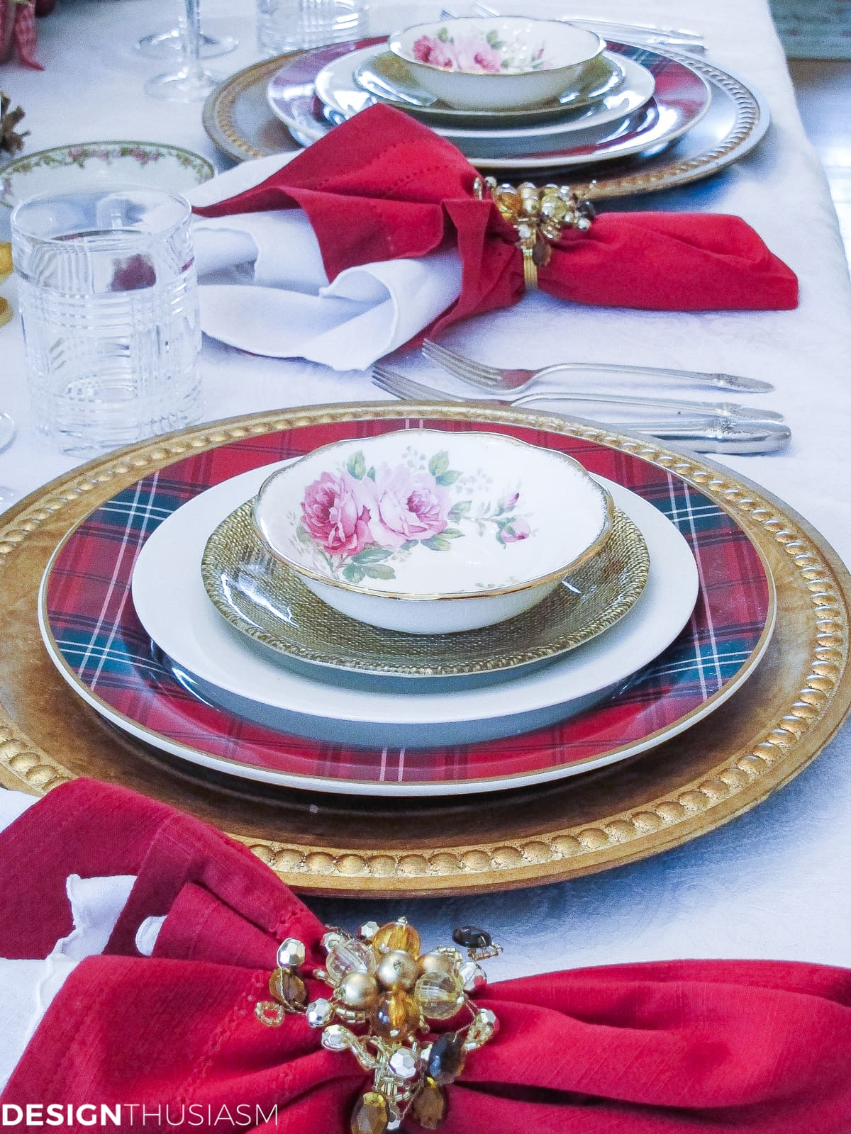 Christmas decoration ideas mix and match table setting