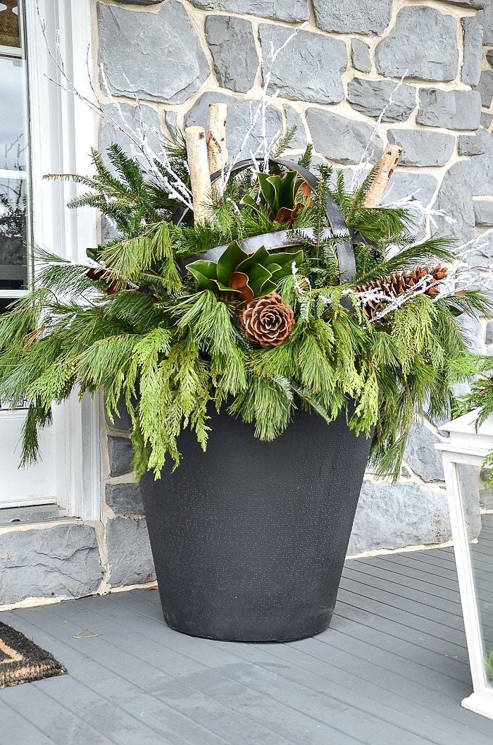 HOW TO DECORATE A CHRISTMAS PLANTER