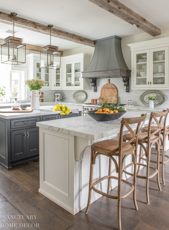 How_to_Style_Glass_Kitchen_Cabinets