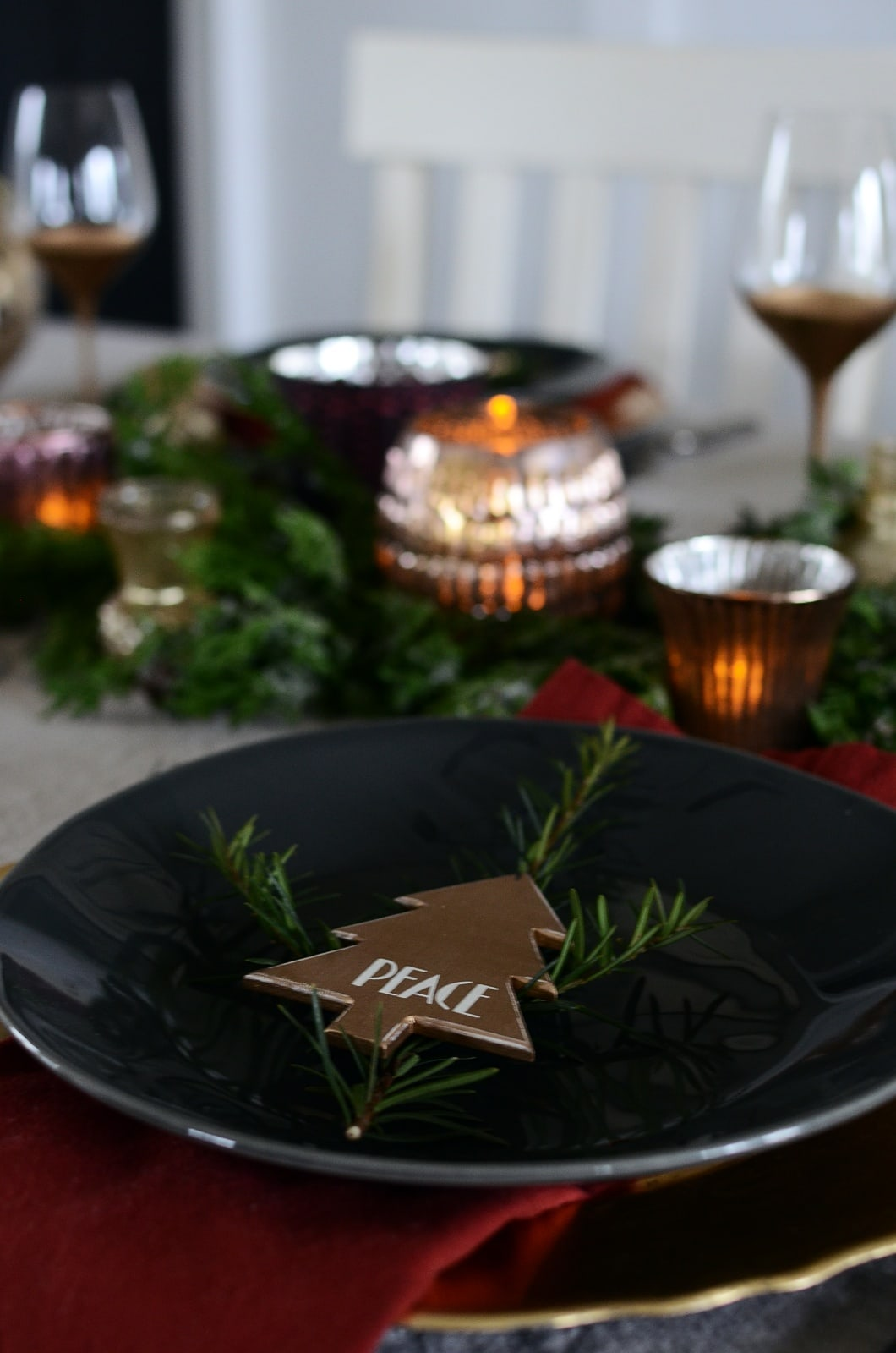 Town-and-Country-Living-Christmas-Table