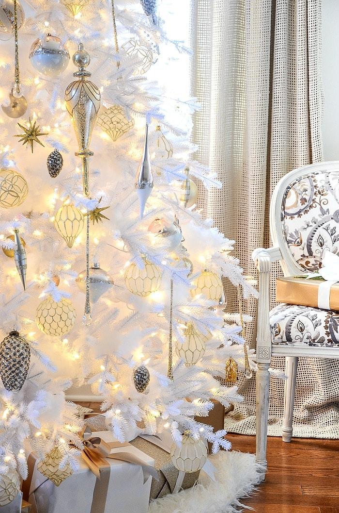 WHITE-CHRISTMAS-TREE-BLOG