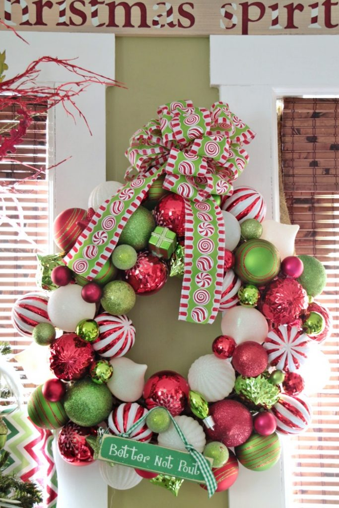 red-and-green-christmas-ball-wreath