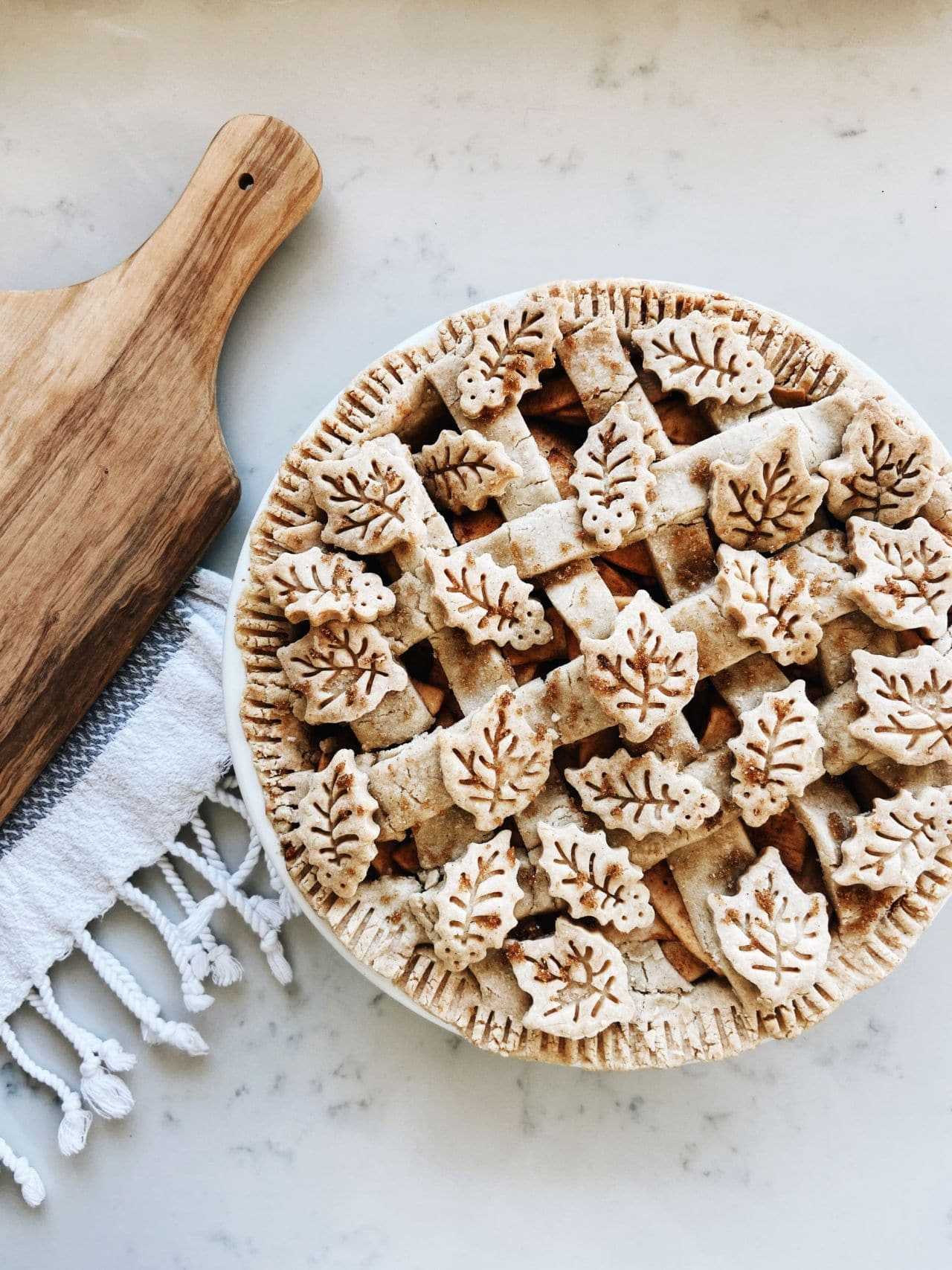 vegan-gluten-free-apple-pie-thanksgiving-dessert-lattice-leaf-crust-cutout