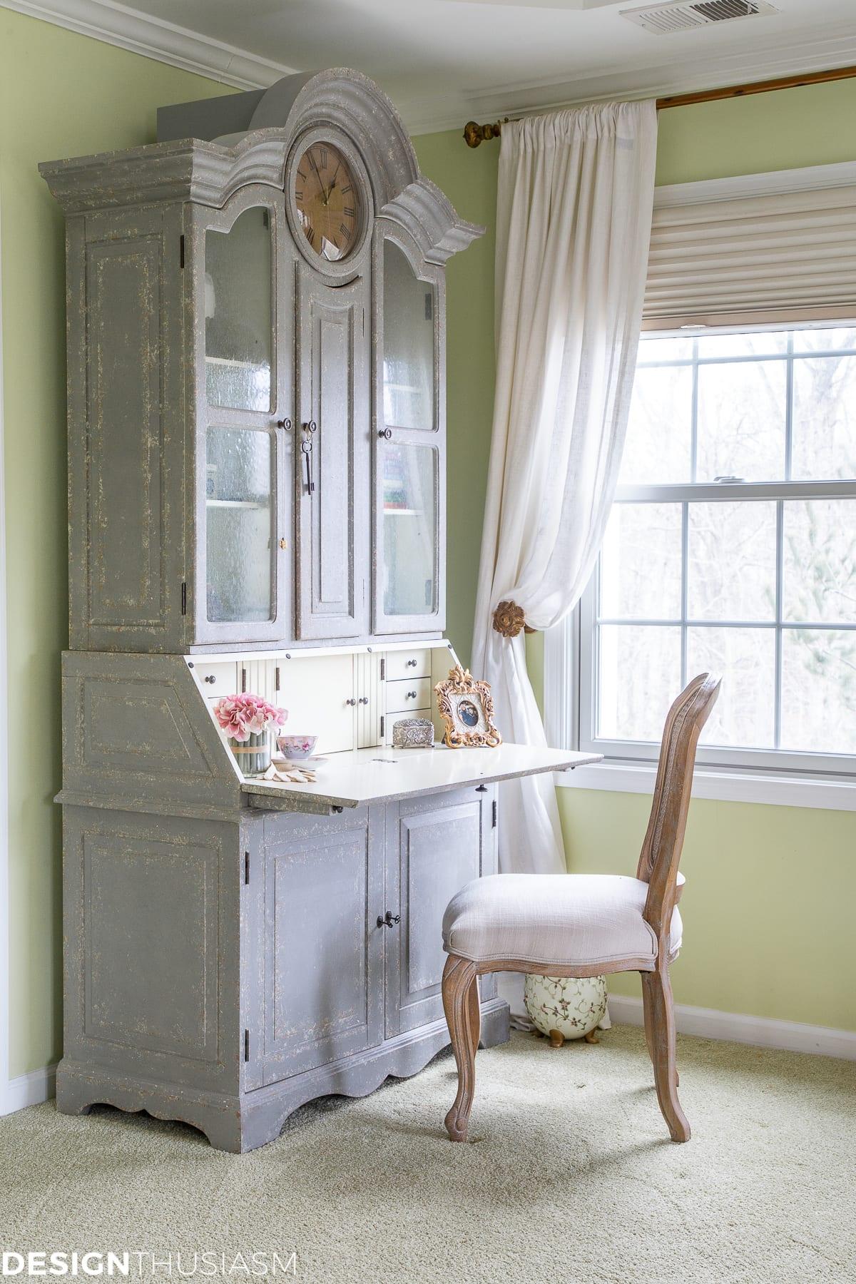 secretary desk in the master bedroom