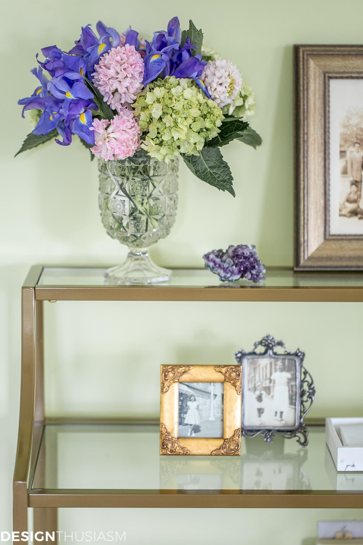 floral on bedroom shelves