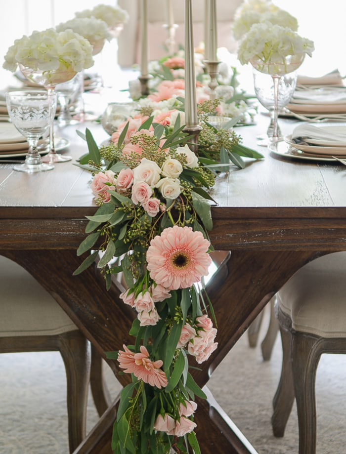 Whimsical-Pink-and_White-Tablesetting
