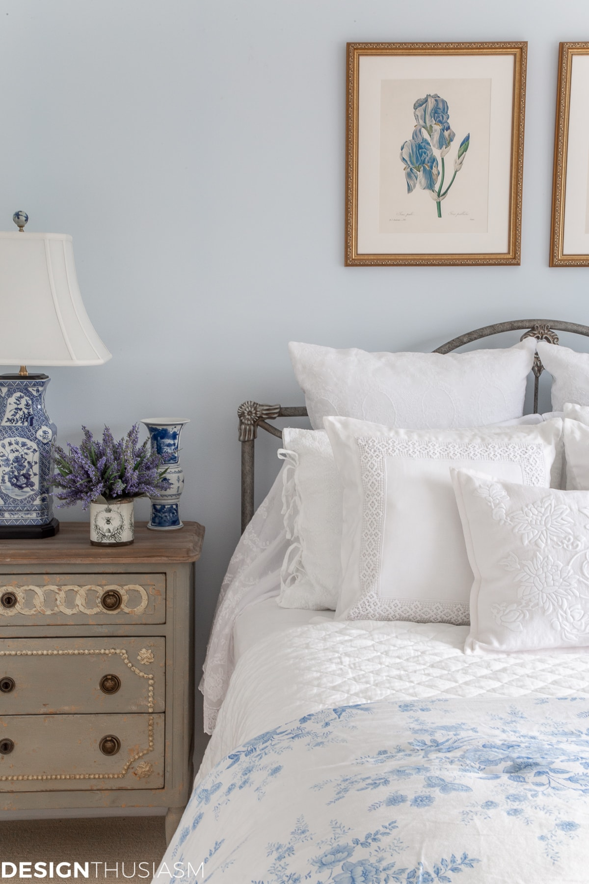 blue and white bedding