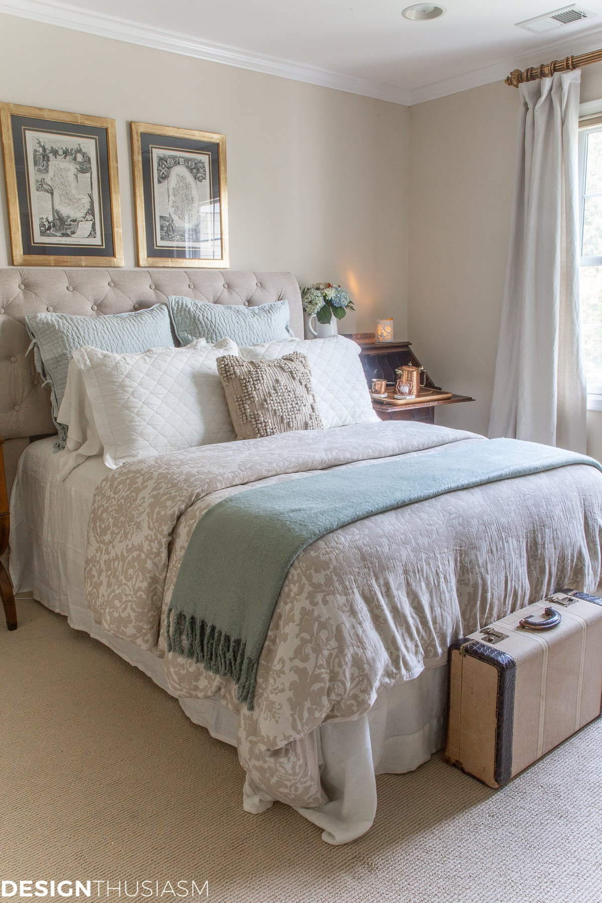 neutral bed linen with aqua accents