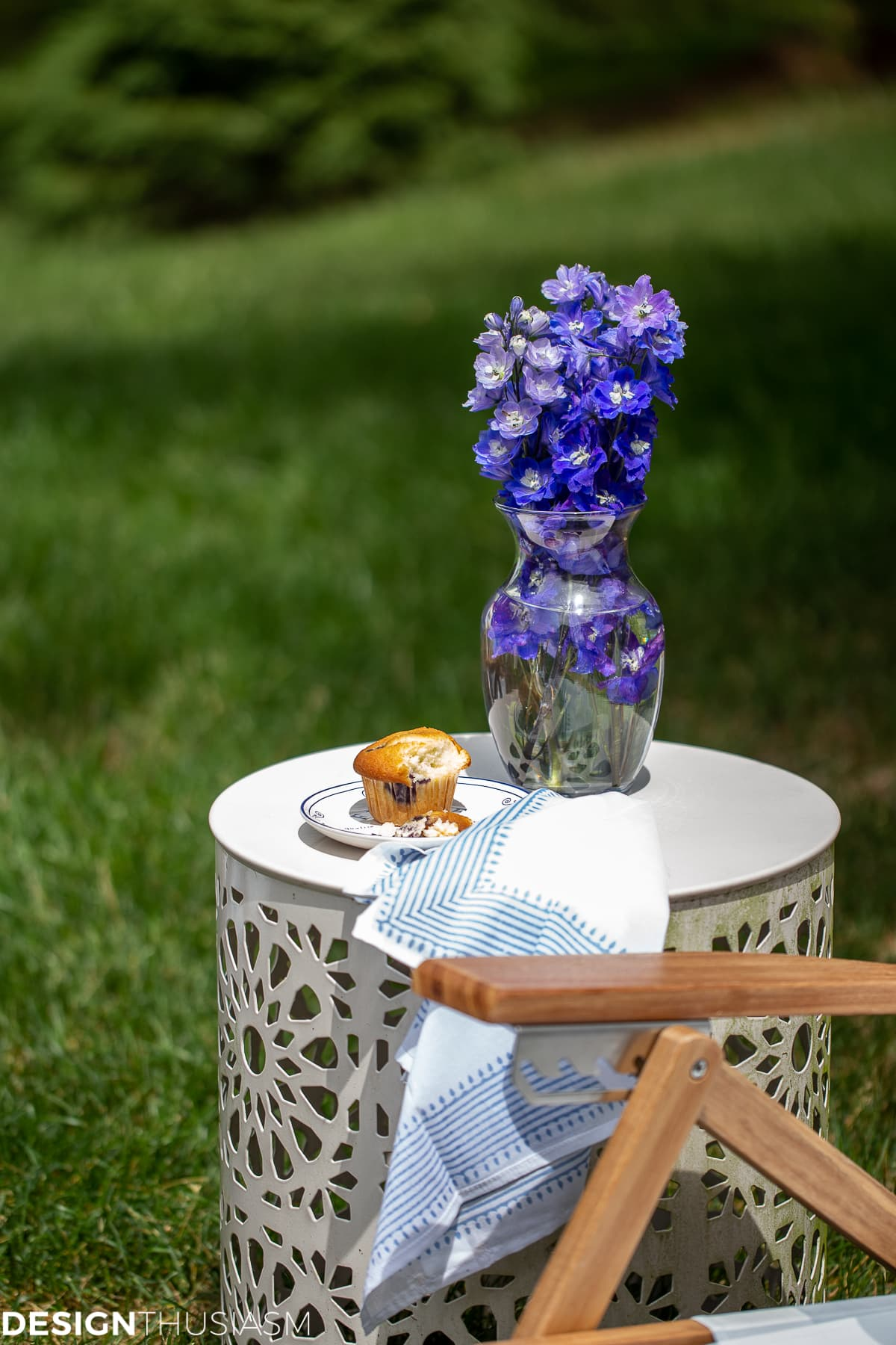 outdoor drum table with flowers
