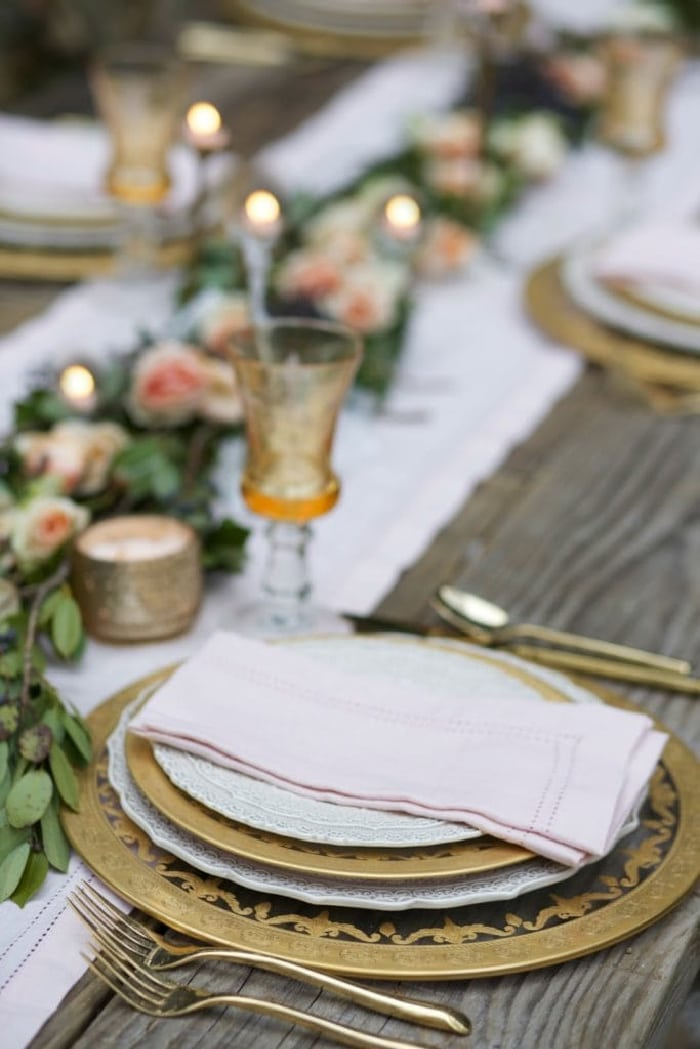 Blush linen napkins and gold place settings