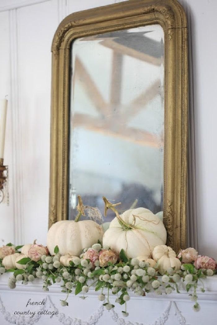 autumnmantelwhitepumpkins