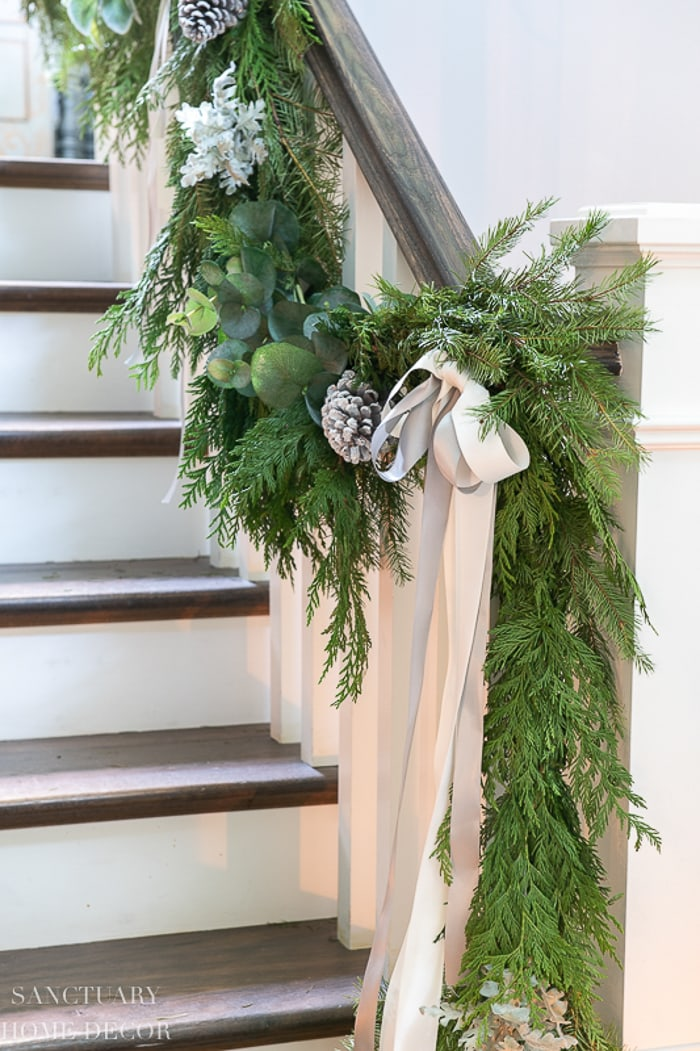 How to Put Garland on a Staircase