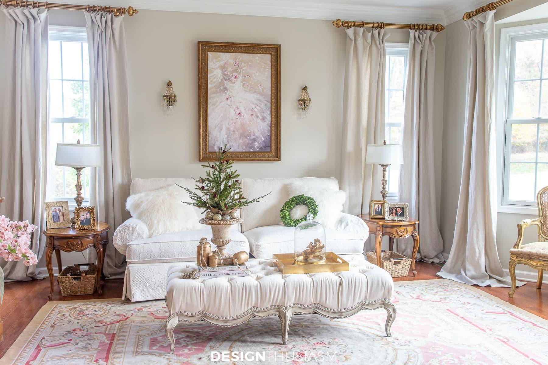 mini árvore de natal na sala