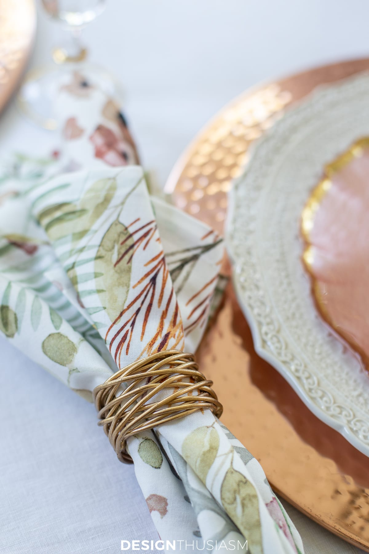 Thanksgiving table decor napkins