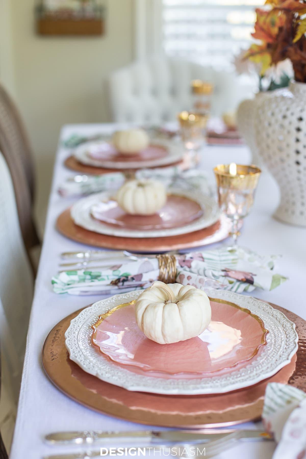 Thanksgiving table decor mini pumpkins