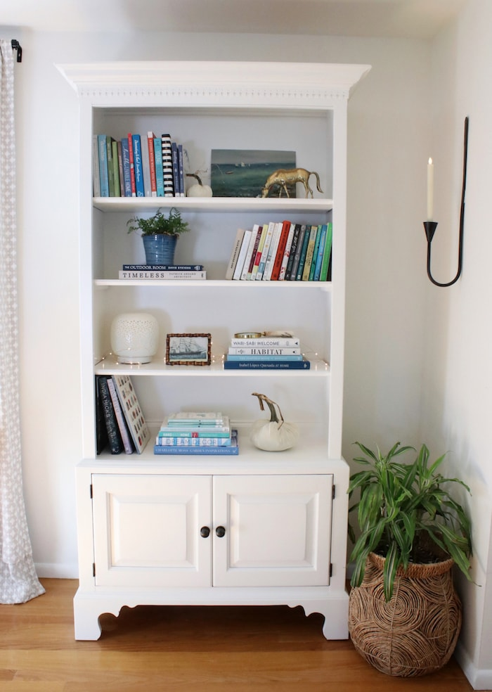 white-painted-wood-bookcase-simple-styling-decorating-ideas