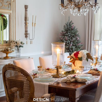 Christmas Table Decorations: Using Gold on the Table for Christmas