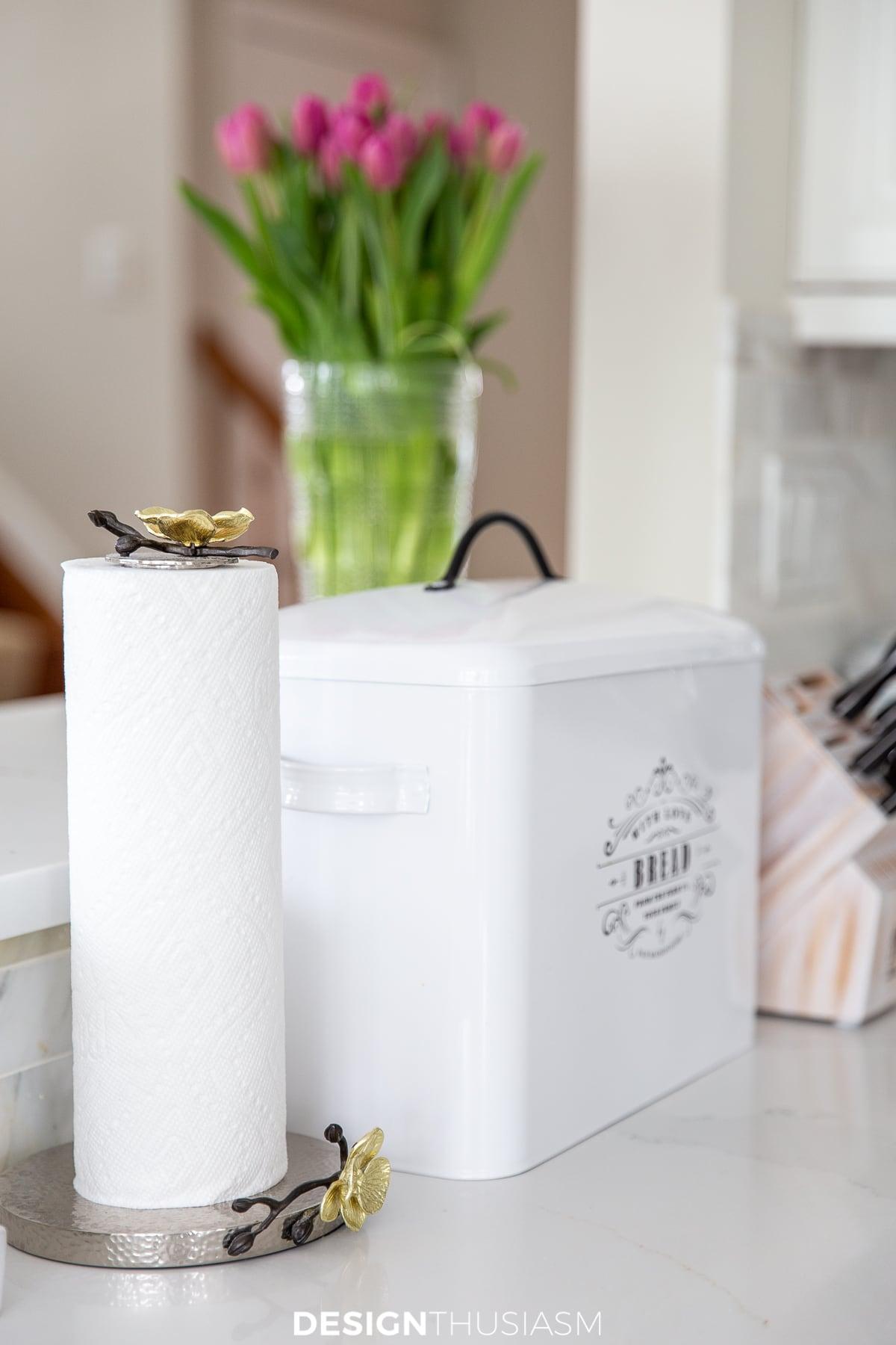 caixa de pão de cozinha branca