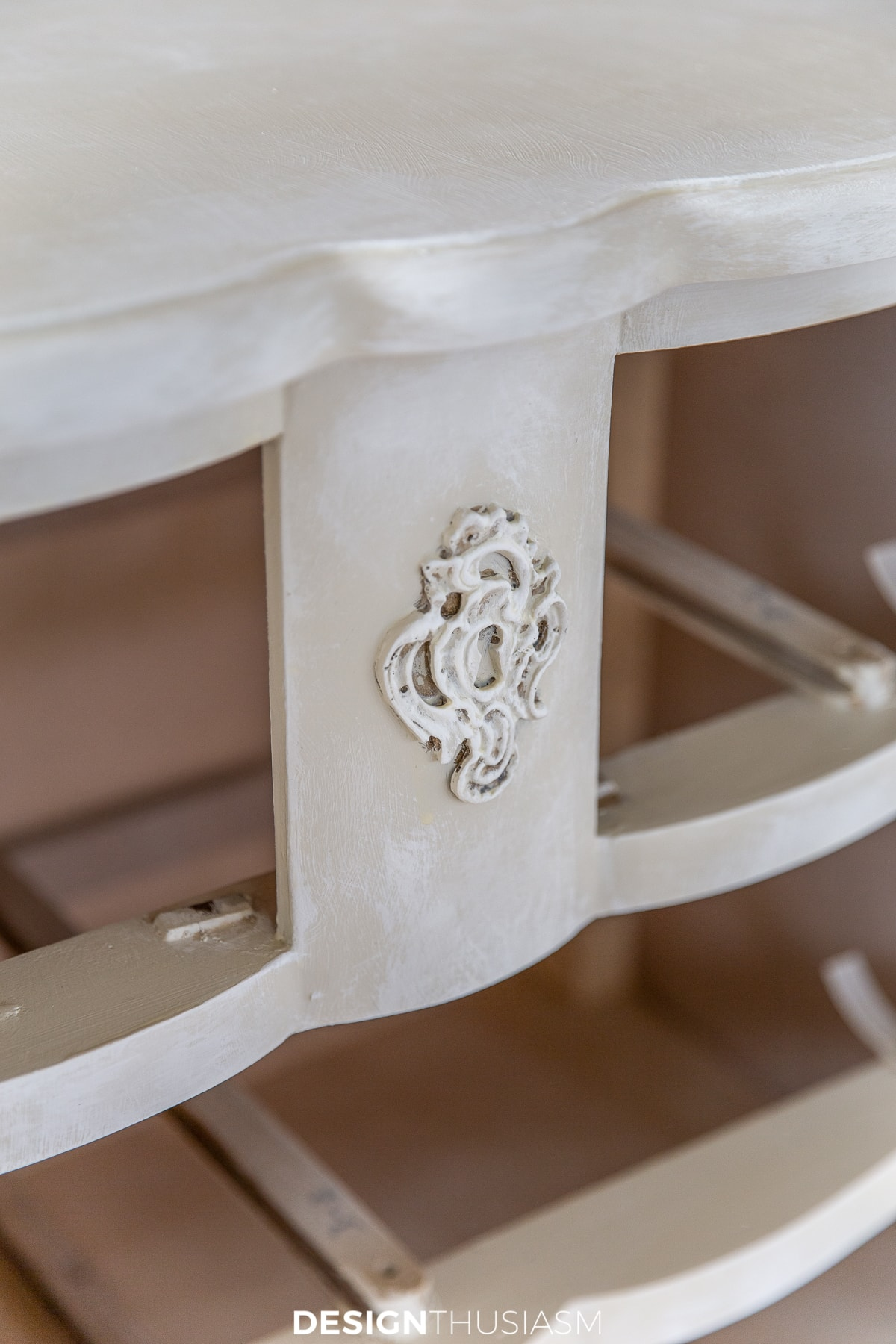 chalk painted chest of drawers front detail