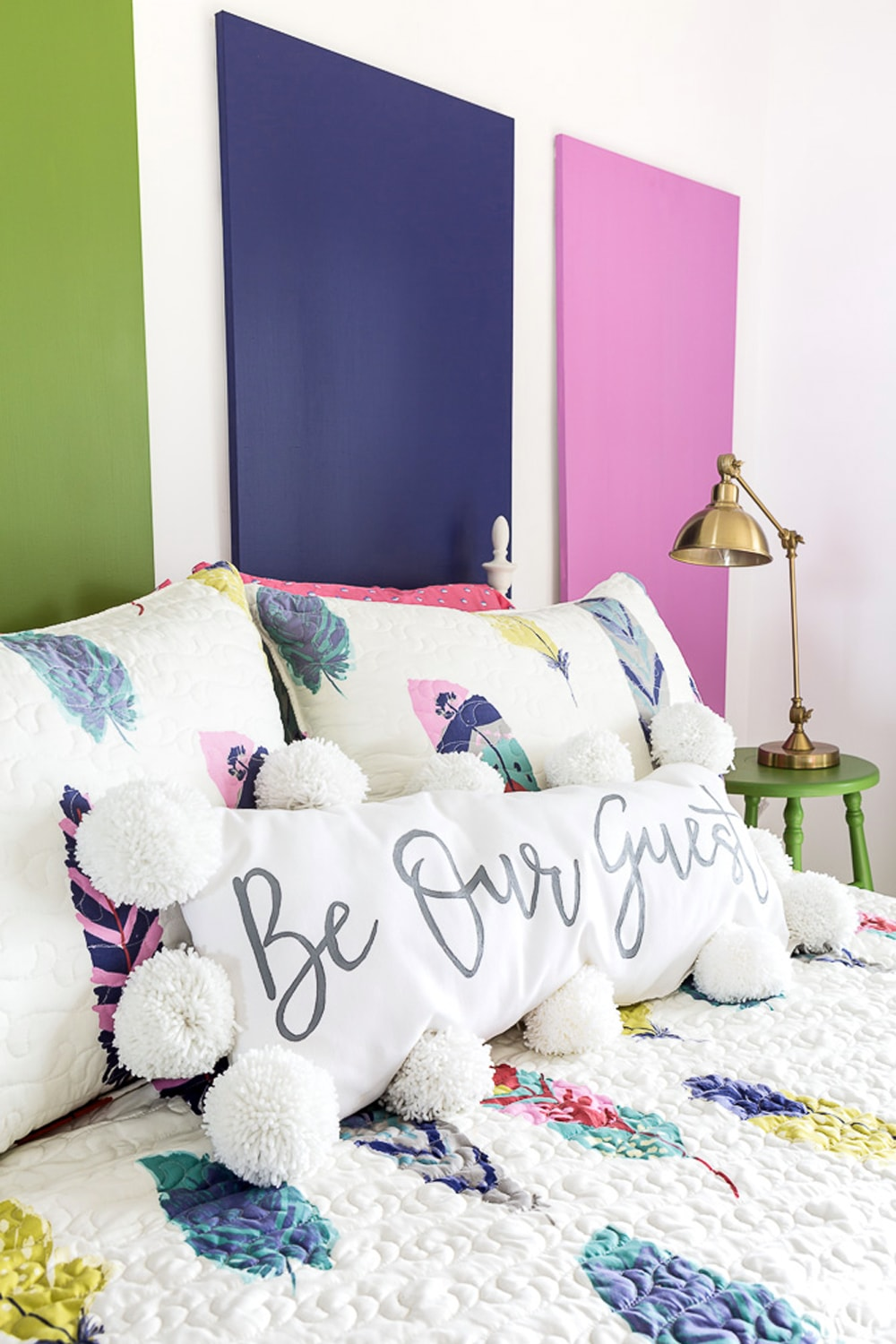 Guest-Room-Decorating-ideas-for-the-bed