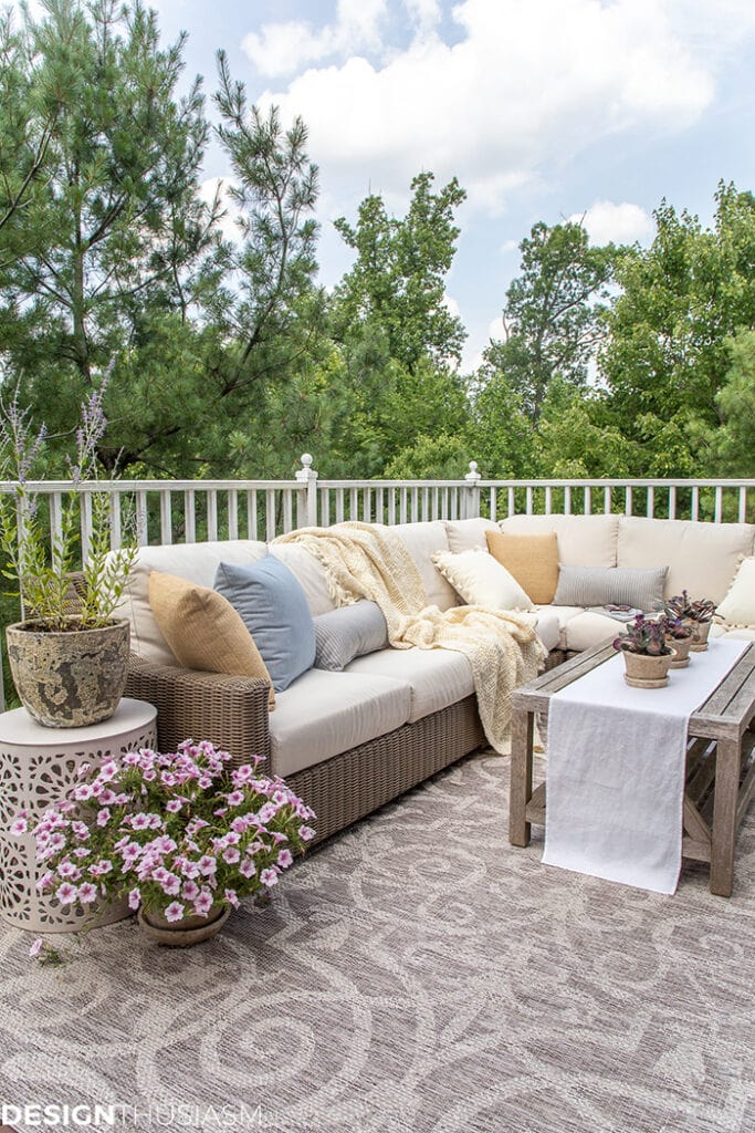 outdoor patio decor ideas from Designthusiasm