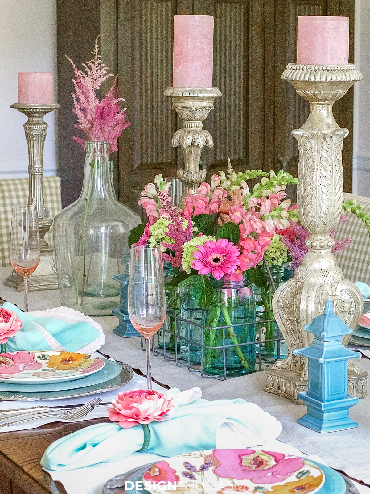 summer table setting with flowers