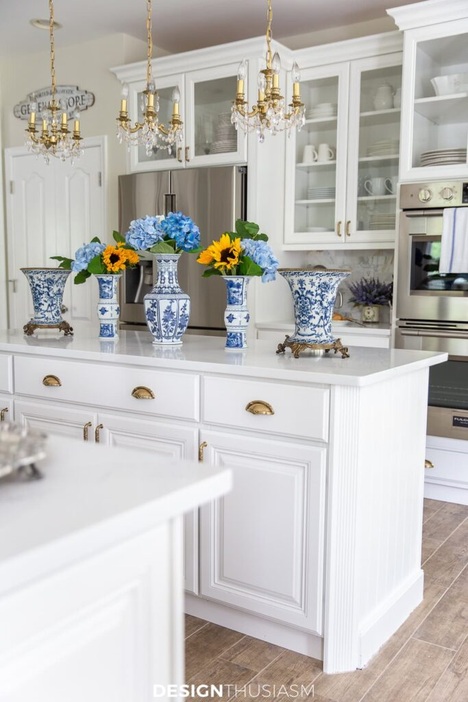 summer kitchen decor with chinoiserie