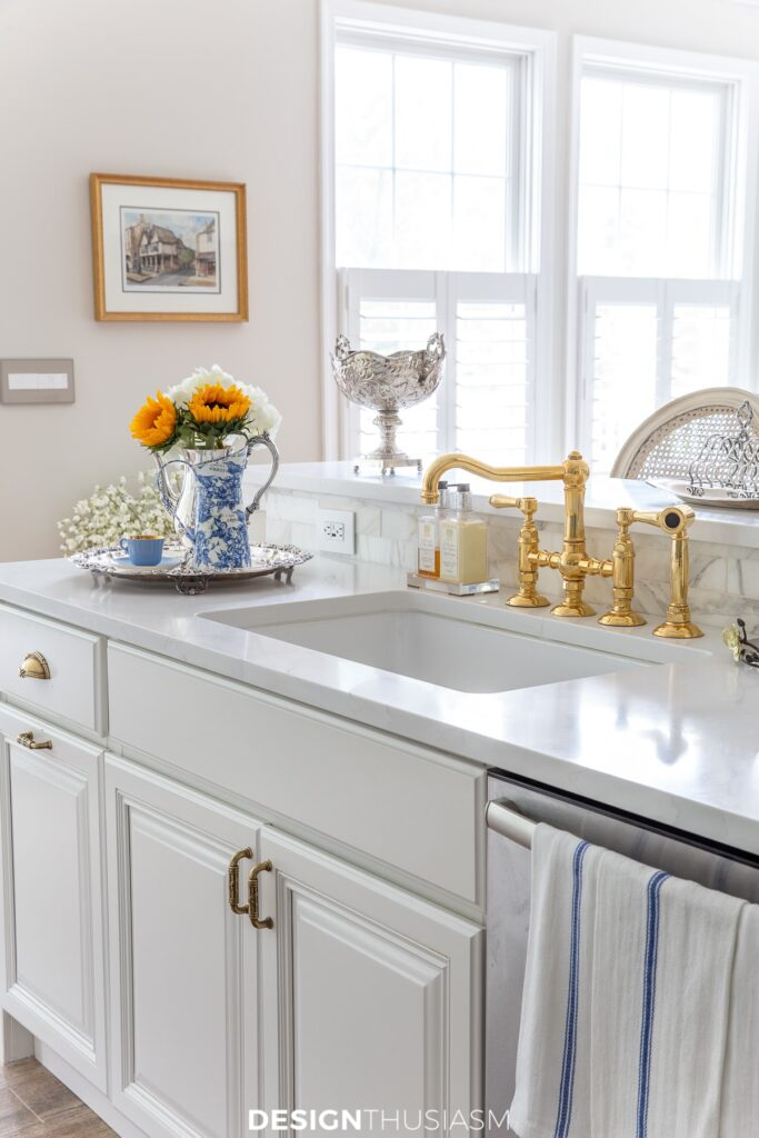 summer kitchen decor by the sink and faucet