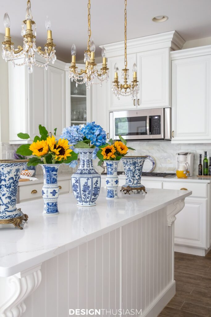 summer kitchen decor with summer flowers