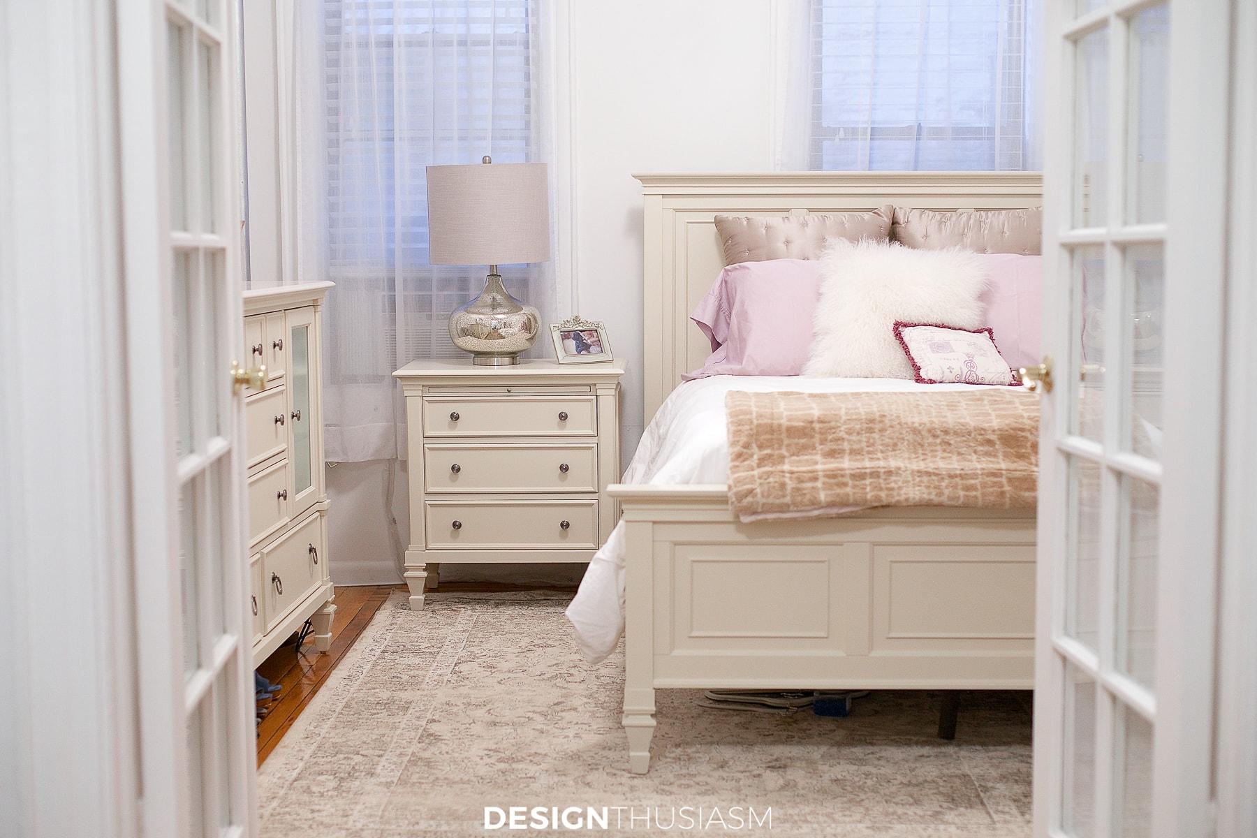 tiny bedroom ideas light and bright