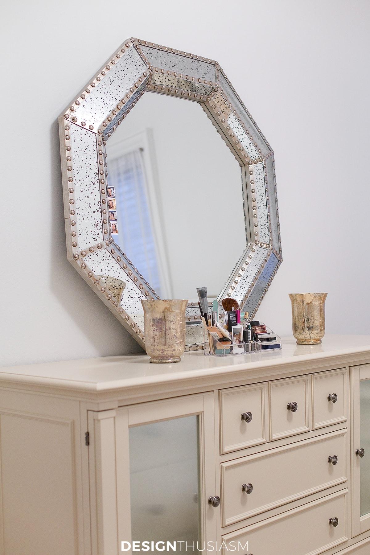 tiny bedroom ideas mirror