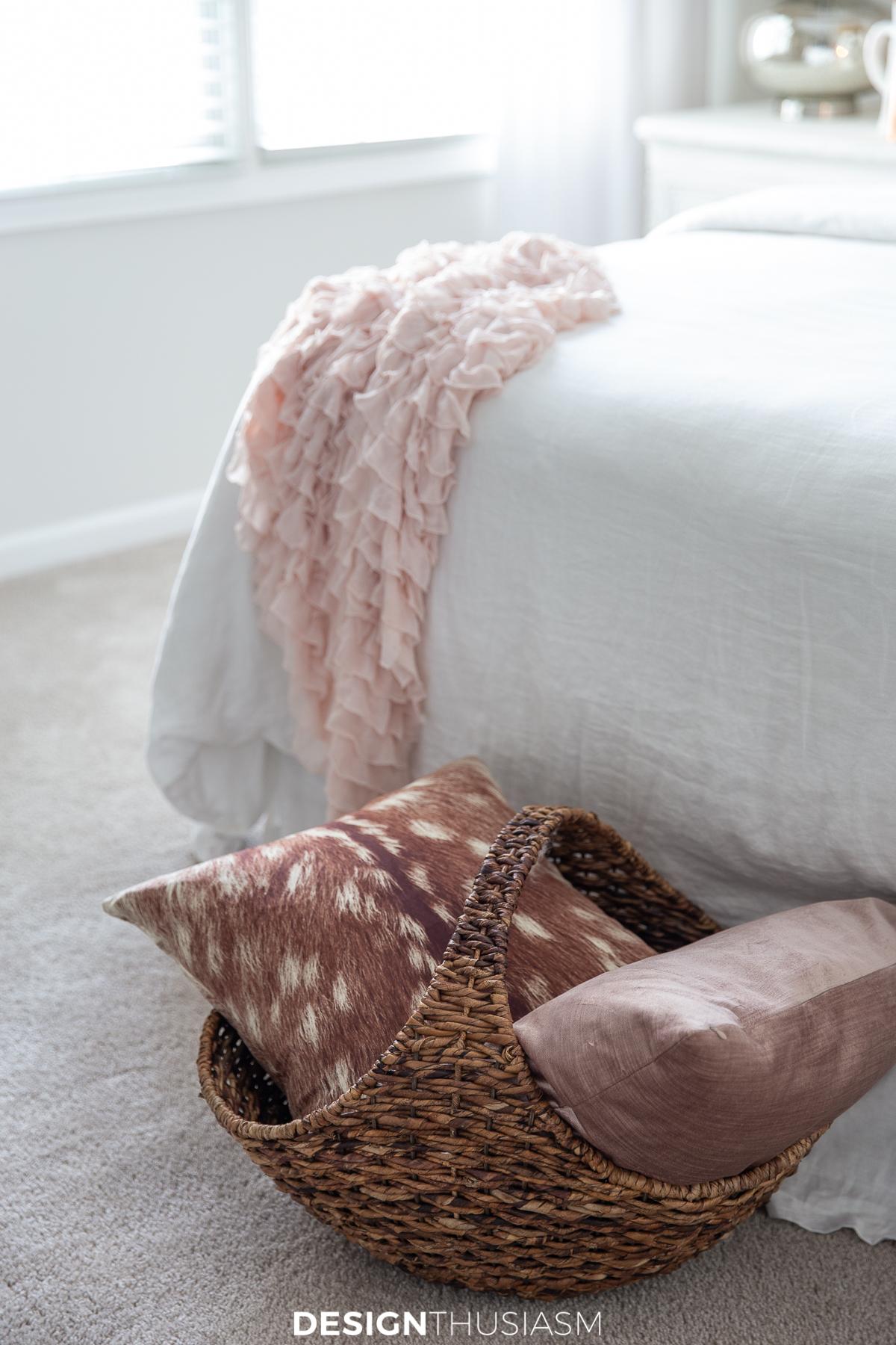 Fall bedroom decor pillows