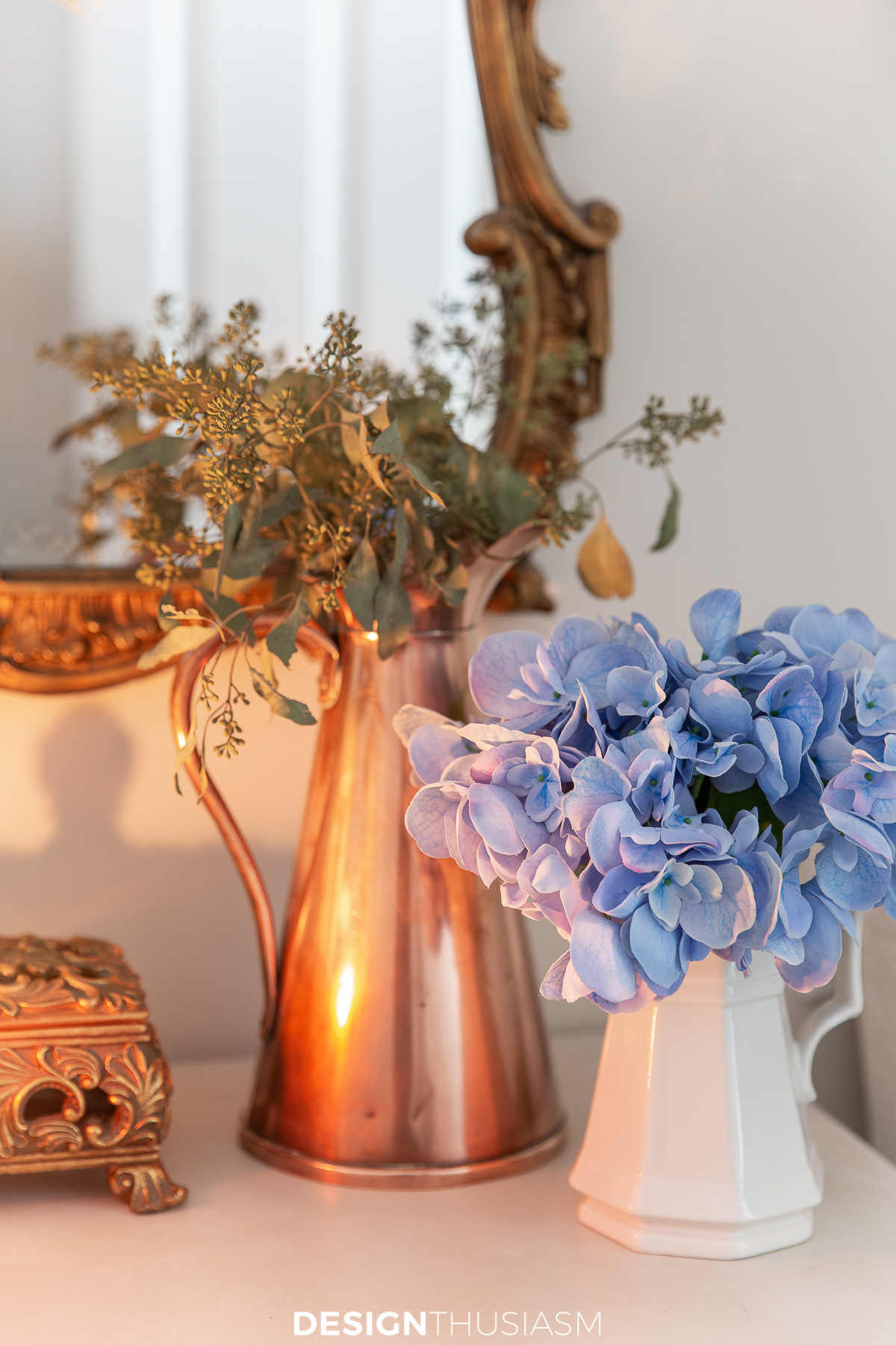5 Fall Entryway Ideas to Warm Up a Small Foyer to Welcome Guests